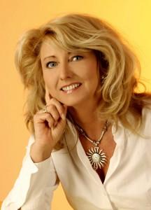 Gisela Flum - Systemischer Coach - Paarberaterin - Kommunikationstrainerin - Gast-Dozentin an der HdK - lebt in Berlin - verheiratet seit 1990 - eine Tochter, geb. 1995